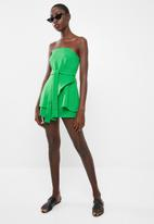 Missguided - Tie waist bandeau skort playsuit - green