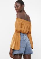 Missguided - Crochet sleeve milkmaid crop top - mustard