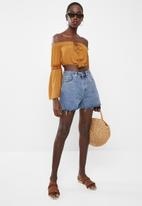 Missguided - Crochet sleeve milkmaid crop top - mustard
