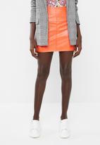 Missguided - Faux leather mini skirt - orange