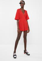 Missguided - Plain tie back playsuit - red