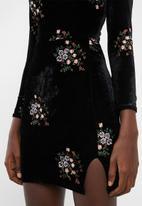 Missguided - Embroidered velvet high neck mini dress - black