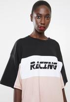 Missguided - Oversized short sleeve T-shirt dress racing - black, white & pink