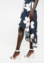 Revenge - Sleeveless floral dip hem dress - navy