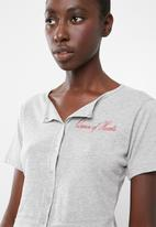 Missguided - Short sleeve button through short pj set - grey