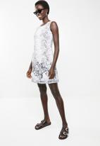 Revenge - Floral border shift dress - white & grey