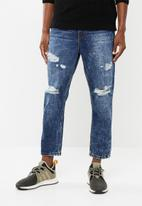 Superbalist - Regular tapered cropped ripped jeans - blue