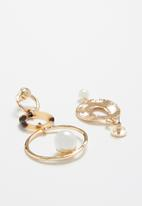 Superbalist - Monica mismatched earrings - gold