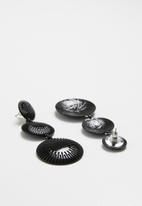 Superbalist - Millie drop earrings - black
