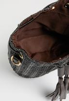 Superbalist - Straw drawstring bucket bag - black