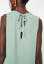 Jacqueline de Yong - Nynne layer sleeveless top - green