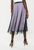 Superbalist - Sunray pleated midi skirt with contrasting lining - black & lilac