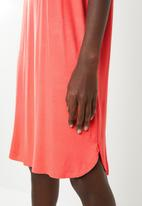 Superbalist - Plain t-shirt dress with rolled sleeve - coral