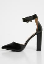 Superbalist - Pointed block heel - black