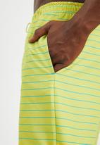 Superbalist - Basic elasticated swimshorts - yellow