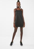 Missguided - Tie strap cami shift dress - black