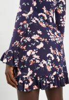 Missguided - Floral front wrap dress - navy