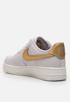 Nike - Air force 1' 07 metallic - vast grey/metallic gold-summit white