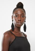 Superbalist - Maya tassel earrings - black