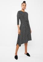 Superbalist - Twist front midi dress - black & white