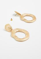 Superbalist - Hammered metal statement earrings - gold