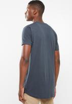 Superbalist - Printed curved hem tee - grey