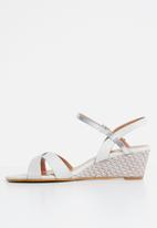 Butterfly Feet - Nalayka wedges - grey