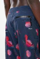 Lizzy - Luarel swim shorts floral - navy & red