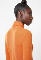 Vero Moda - Jakuri long sleeve roll neck top - orange