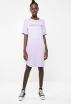 Superbalist - Printed T-shirt dress with rolled sleeve - lilac