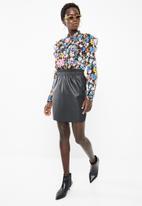 Vero Moda - Riley ruffle short skirt - black