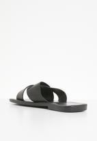 STYLE REPUBLIC - Criss cross sandal - black