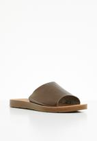 Butterfly Feet - Zina slides - dark brown