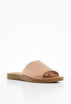 Butterfly Feet - Zina slides - pale pink
