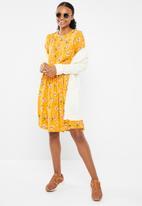 Vero Moda - Maya long sleeve dress - yellow