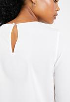 Vero Moda - Dagmar long sleeve midi top - white