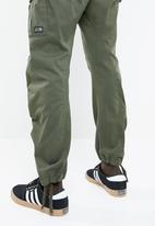 Jack & Jones - Drake chop AKM 574 cargo trousers - green