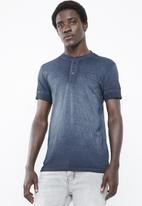 S.P.C.C. - Dirty dye henley tee with chest print detail - navy