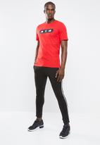 Nike - NSW air tee - red