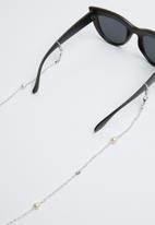 Superbalist - Beaded metal sunglasses chain - white & silver