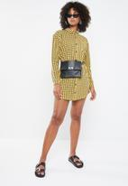Missguided - Oversized jersey shirt dress check - yellow & black