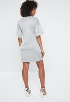 Missguided - Glitter tie waist T-shirt dress - grey