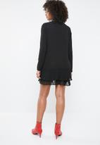 Missguided - Pleated hem long sleeve shift dress - black