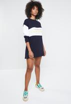 fd1d5a798d2 Missguided - Oversized sweater dress colour block California - navy   white