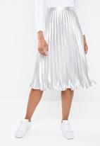 Missguided - Metallic pleated skirt - silver