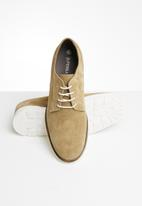 Superbalist - Chunky sole suede derby - stone