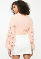 Missguided - Disc sequin fluffy cropped long sleeve jumper - pink