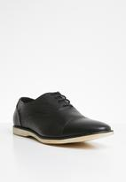 Superbalist - Nate textured oxford - black