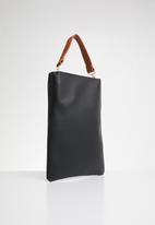 Joy Collectables - Shopper bag with tag detail - black