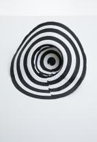 Superbalist - Striped sun hat - black & white